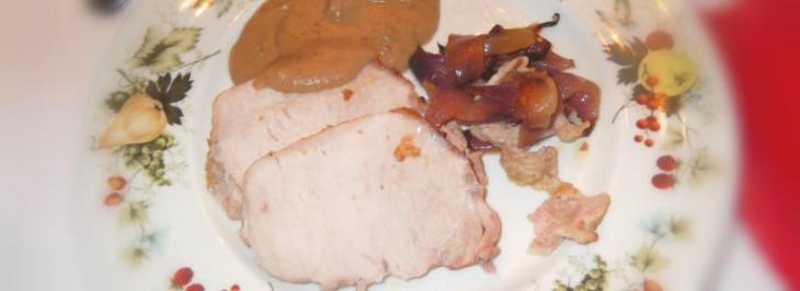 Arista di maiale arrosto con salsa di castagne e cipolle rosse