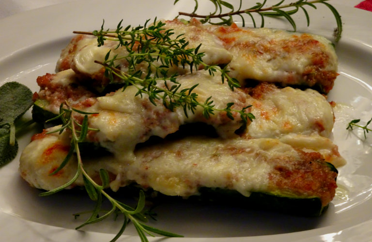 gm-barchette-zucchine-ripiene-salsiccia-prosciutto-piatto-gallery-10