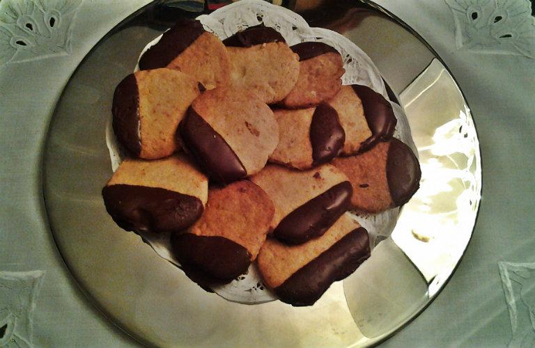 gm-biscotti-noci-cioccolato-piatto-gallery-5