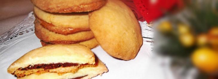 Biscottini con cuore di cioccolato e farina di nocciole