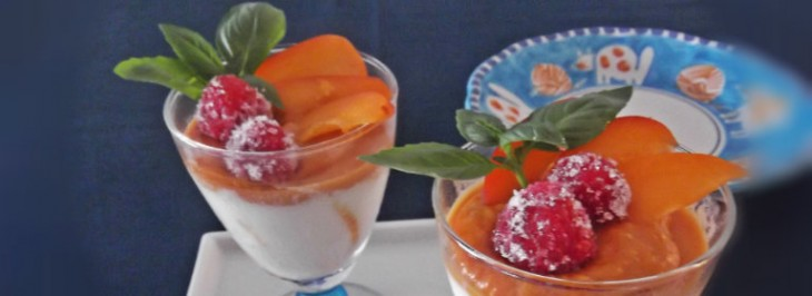 Coppa di mousse allo yogurt e albicocca