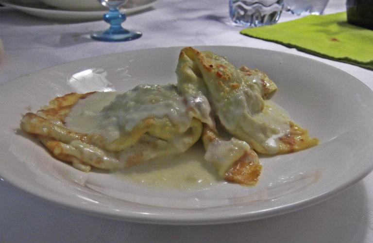 gm-crespelle-carciofi-patate-salsa-pecorino-piatto-gallery-10