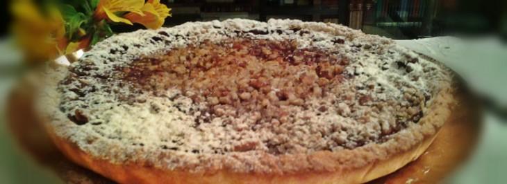 Crostata di farina gialla con confettura di prugne e noci