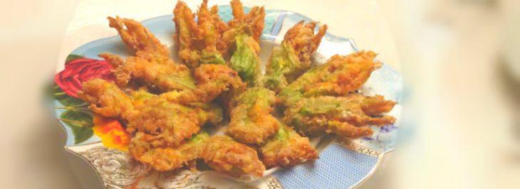 Fiori di zucchina ripieni fritti in pastella