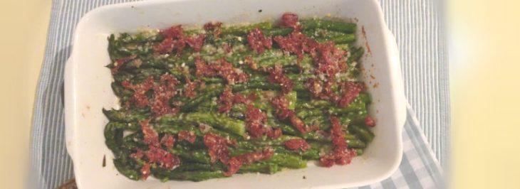 Gratin di asparagi con scalogno e prosciutto crudo