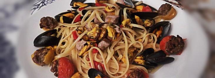 Linguine con cozze, tonno e asparagi di mare