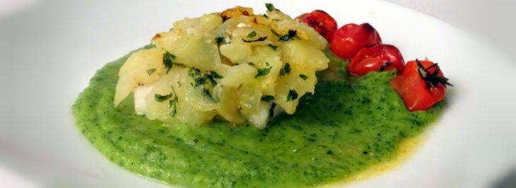 Merluzzo al forno in crosta di patate con purea di zucchine