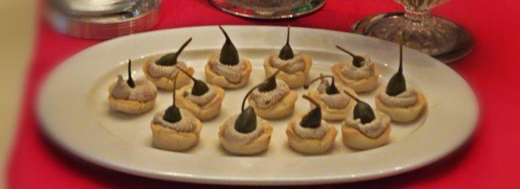 Mini cupcakes con mousse di tonno e frutti di cappero