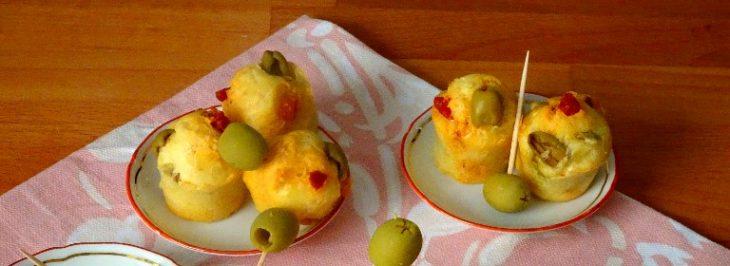 Mini muffins al salame piccante e olive