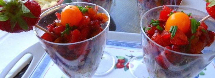 Mousse di sardine, fragole e pomodorini in bicchiere