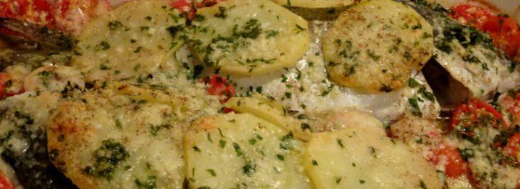 Orate al forno con patate, pomodorini e pecorino