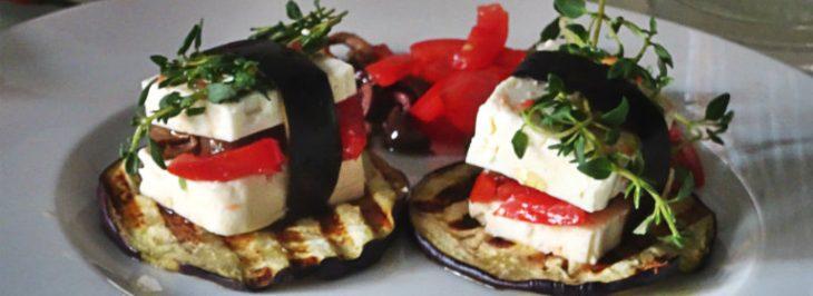 Pacchetti di feta con taggiasche, pomodori e timo