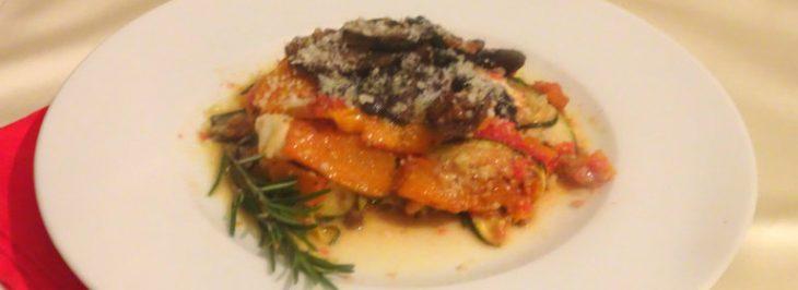 Parmigiana di zucchine al forno, con zucca e funghi porcini