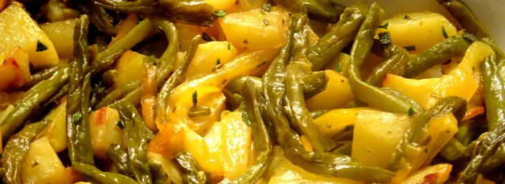 Patate arrosto con fagiolini e peperoni