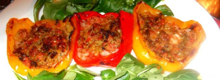 Peperoni ripieni di prosciutto e zucchine