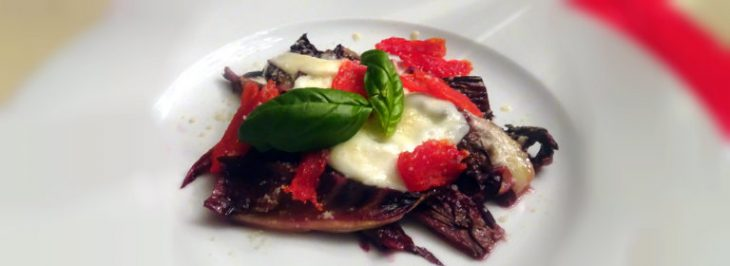 Radicchio di Treviso al vino con mozzarella e pomodori confit