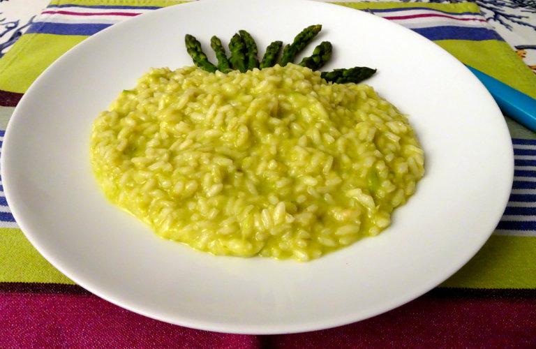 Ricetta Risotto Asparagi Parmigiano.Risotto Mantecato Alla Crema Di Asparagi E Parmigiano Reggiano Gio Mari