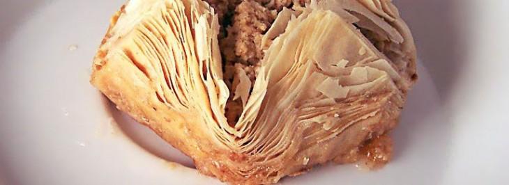 Scrigno di pasta fillo ripieno di patate e salsiccia