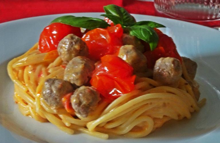 gm-spaghetti-con-pomodorini-ricotta-polpettine-carne.piatto-gallery-10