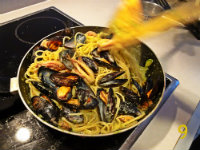 gm-spaghetti-cozze-calamari-crema-zucchine-padella-gallery-9
