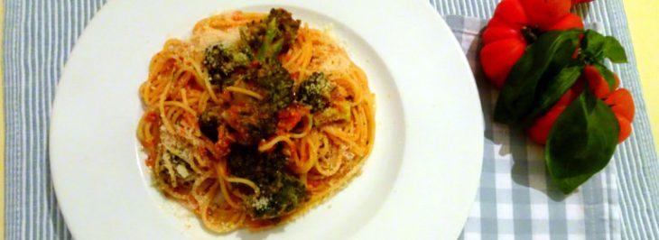 Spaghettini con pomodori, broccoletti e acciughe