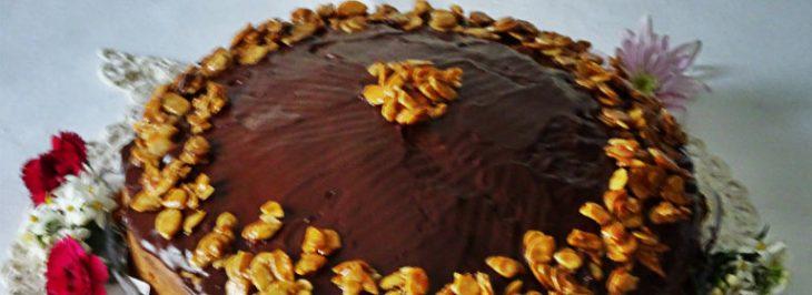 Torta soffice alle pere e fondente con mandorle caramellate