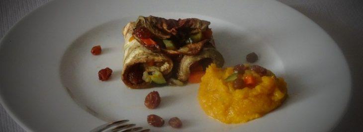 Cannoli di melanzane con verdure, uvetta e salsa di zucca