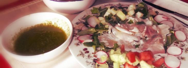 Carpaccio di orata con verdure e salsa di lattuga