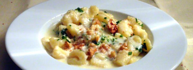 Gnocchi di patate (fatti in casa) con crema al gorgonzola e noci