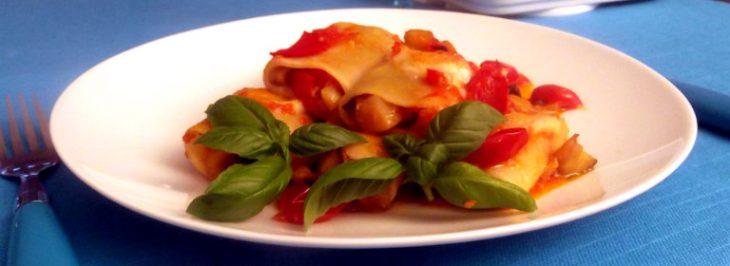 Paccheri gratinati con ripieno di parmigiana di melanzane e sugo di pomodorini