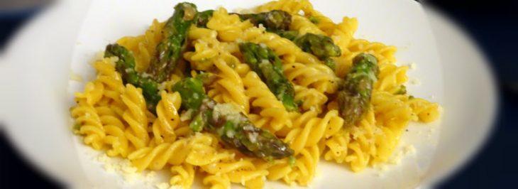Pasta allo zafferano e asparagi