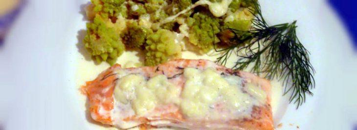 Pavé di salmone al cartoccio con panna e  broccolo romano