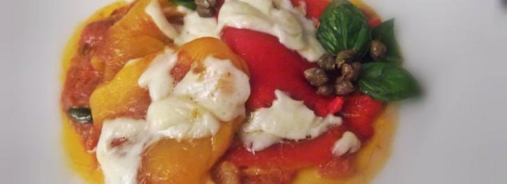 Peperoni grigliati su salsa di acciughe e capperi