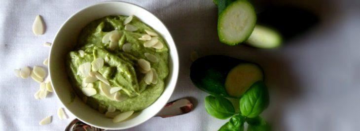 Il pesto di zucchine alle mandorle