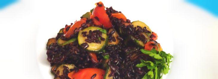 Riso nero venere con zucchine e pomodorini