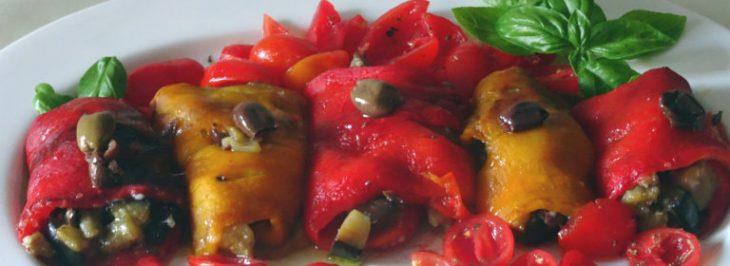 Rotolini di peperone con melanzane, olive e parmigiano