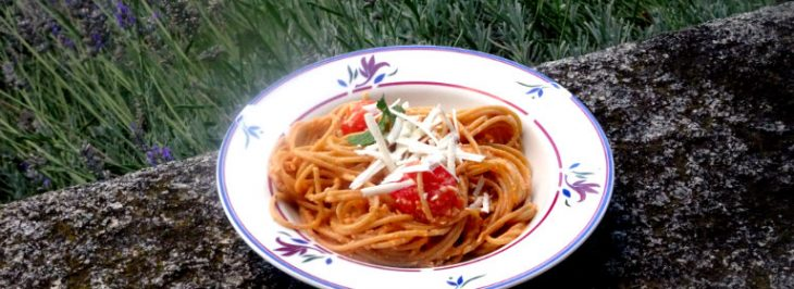 Spaghetti di farro con pesto alle mandorle e ricotta
