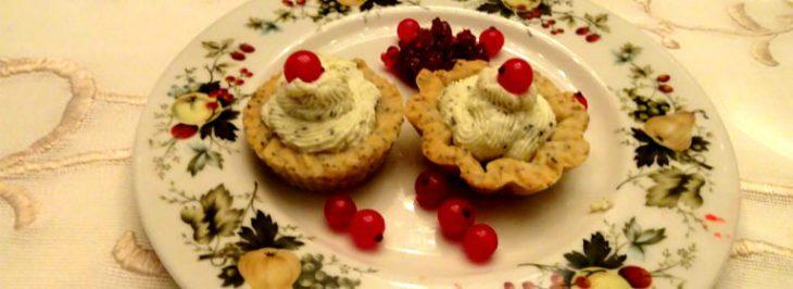 Tartelletta di frolla salata con mousse di pecorino e confettura di ribes rosso