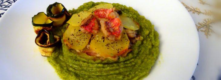 Tortino di patate, alici e triglie su salsa di zucchine
